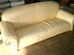 イタリア製 3人掛けソファーの張替え