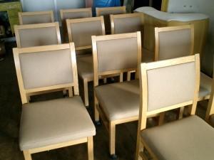 ホテルの客室の椅子張替え