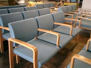 病院の待合ソファーの張替え