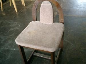 鏡台の椅子を豹柄で張替えました