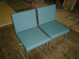 パイプ椅子の張替え