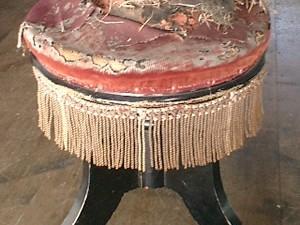 ピアノ椅子の張替え