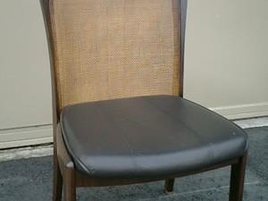 カリモク製の籐椅子の張替え